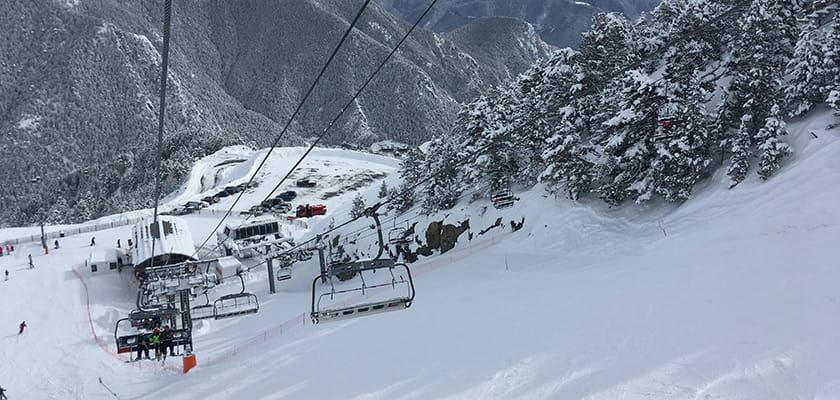 arinsal-chairlifts-slopes.jpg