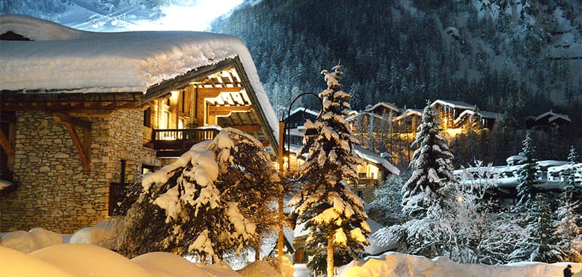 Val dIsere Chalets At Night.jpg